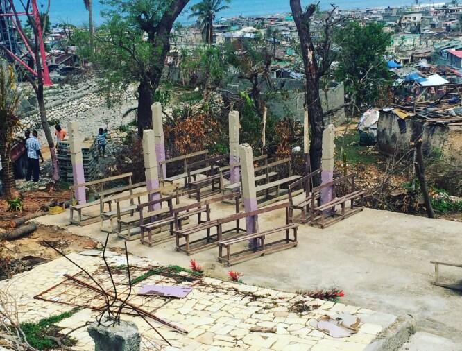 RASERT SKOLE: Bare pilarene står igjen av skolebygningen etter orkanens Mathews herjinger på Haiti i 2016. FOTO: Privat