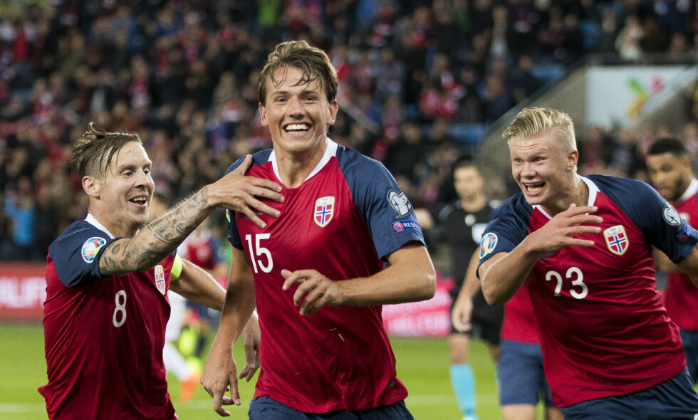 TALLET ER 15: Sander Berge scoret sitt første landslagsmål og ga Norge 1-0 i sin 15. landskamp med nummer 15 på drakta. Stefan Johansen (8) og Erling Braut Haaland liker selvfølgelig. Og da Joshua King ga Norge 2-0 scoret han sitt15. mål for Norge. Og det var det. Foto: Terje Pedersen / NTB scanpix