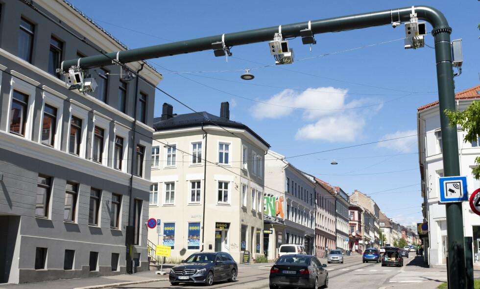 MÅ SKILLE: Det må være et tydeligere skille, hvor finansiering av samferdsel er et offentlig ansvar, mens regulering av trafikken i byene skjer på andre måter, som for eksempel veiprising, skriver innsender. Foto: Fredrik Hagen / NTB Scanpix