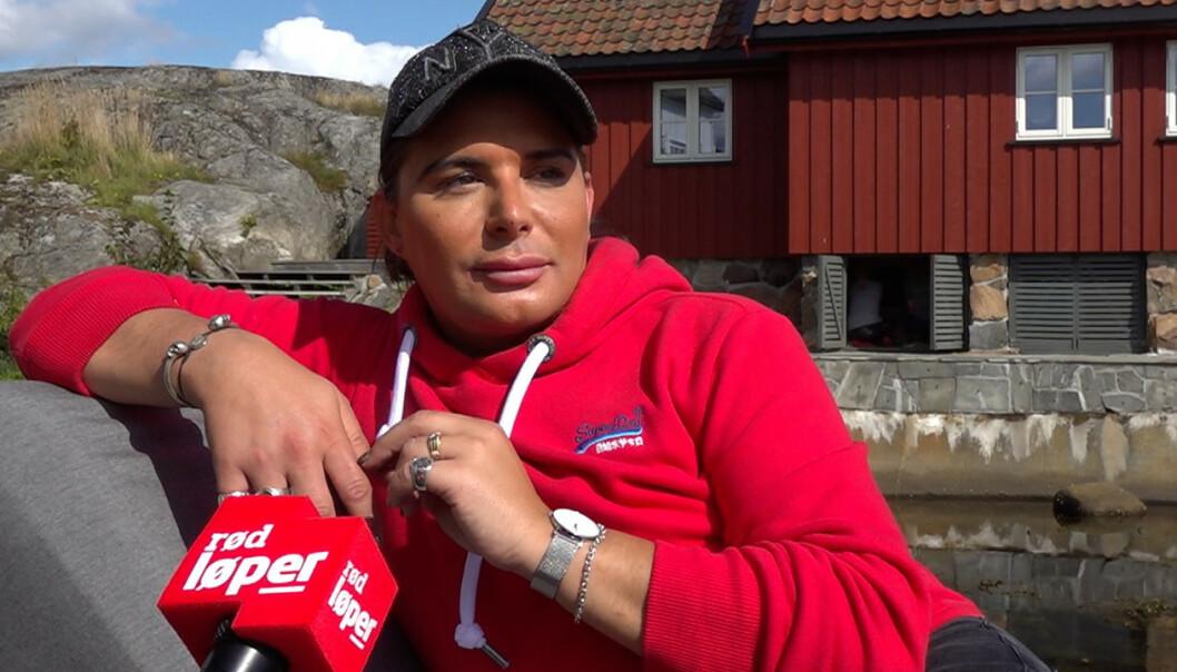 TILBAKE: Erlend Elias Bragstad måtte trekke seg under forrige sesong av «Camp Kulinaris» da faren hans lå for døden. Nå er tv-profilen tilbake. Foto: Se og Hør