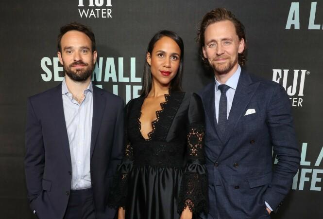- FUNNET TONEN: En kilde forklarer til The Sun at Zawe Ashton og Tom Hiddleston har datet hverandre siden februar i år. Her er duoen avbildet med «Betrayal»-kollega Charlie Cox. Foto: NTB Scanpix