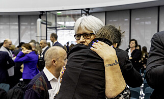 TRØST: Trude får trøst av sin mor under høringen i EMDs storkammer i oktober 2018. Foto: Siv Johanne Seglem