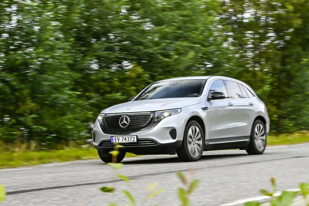 FREMTIDEN ER ELEKTRISK: Produsenten av Mercedes-Benz, Daimler-konsernet, har ifølge det tyske magasinet Auto Motor und Sport, uttalt at det er slutt på planer om å utvikle av fremtidige bensin- og dieselmotorer. Den norske importøren presiserer at det <i>ikke </i>betyr at det er slutt på utviklingen av slike motorer. Foto: Jamieson Pothecary