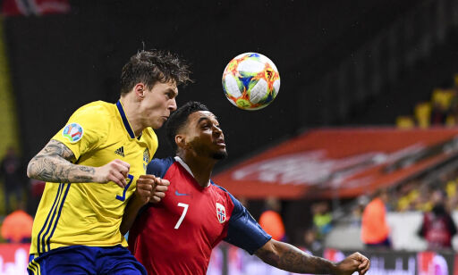 Norway's forward Joshua King (R) and Sweden's defender Victor Lindelof vie for the ball during the UEFA Euro 2020 Group F qualification football match Sweden v Norway on September 8, 2019 in Solna, Sweden. (Photo by Jonathan NACKSTRAND / AFP)
