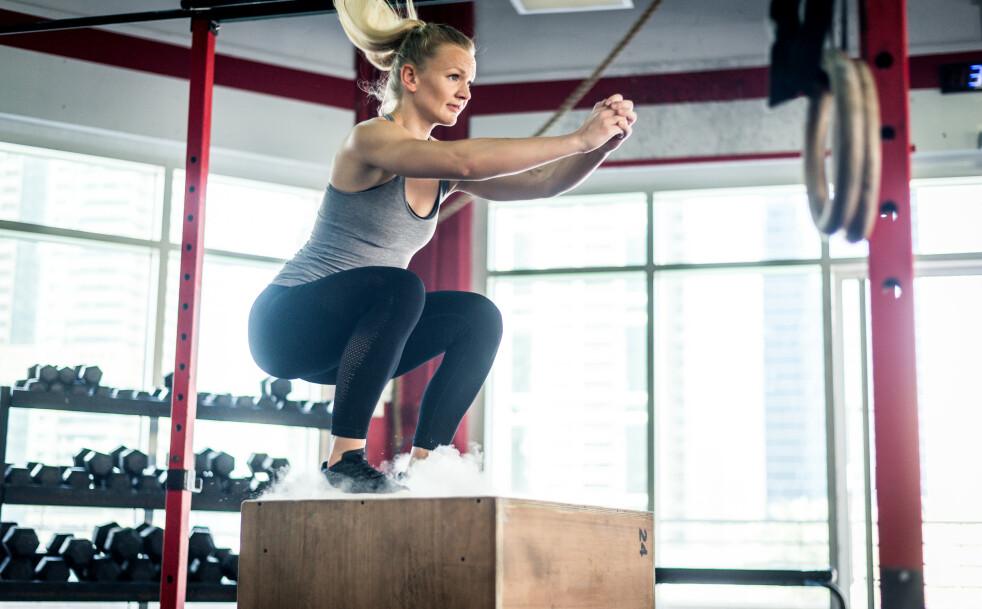 BOX JUMP: Box jump utfordrer hele kroppen, både kondisjon, spenst, koordinasjon og egen kroppsvektstyrke. FOTO: NTB Scanpix