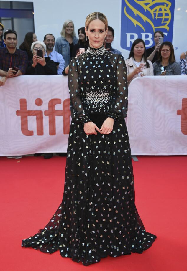 SARAH PAULSON: Stilte i en overdådig kjole fra Prada. Foto: NTB Scanpix
