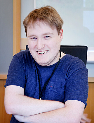 Simon Ingebrigsten er 25 år og fikk jobb i Lånekassen før han var ferdig studert. Interessen for programmering meldte seg allerede i 12 års alderen. 📸: Pernille Johnsen