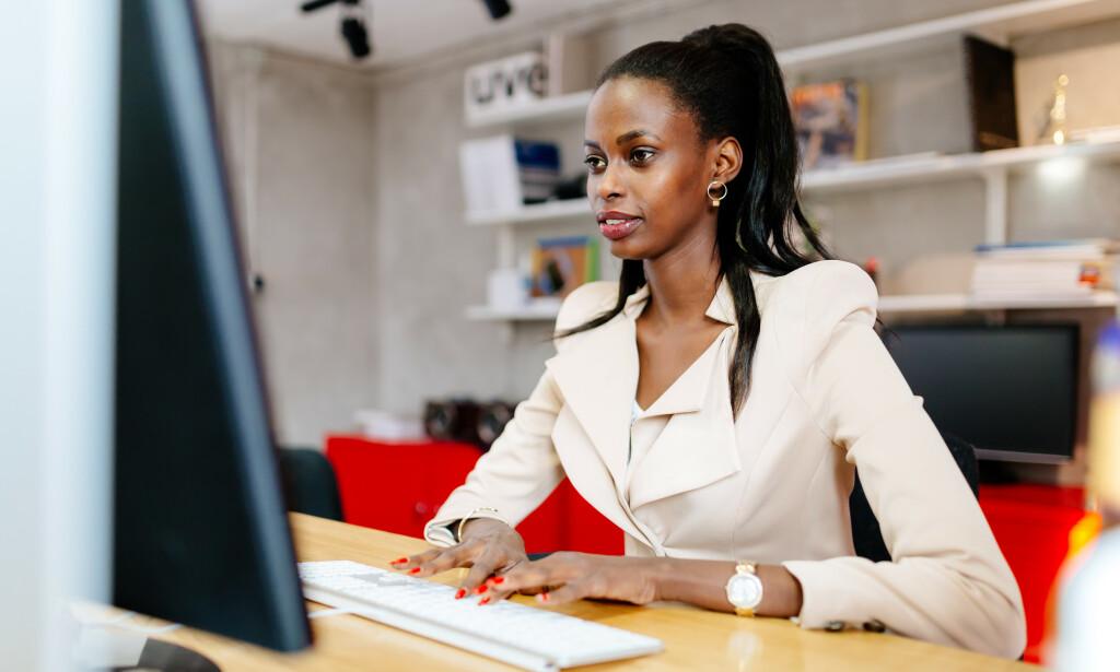 FORTELLER FLERE HISTORIER: Riktignok har de som er født i Afrika eller vi med en eller flere foreldre derfra, lavere lønnsomhet i form av skatt og avgifter og en høyere andel på ulike trygdeordninger.  Men det forteller også at inntekten er lavere, at veien inn i arbeidslivet er lenger, og veien ut er kortere for denne gruppen, skriver innsenderen. Foto: Shutterstock / NTB Scanpix
