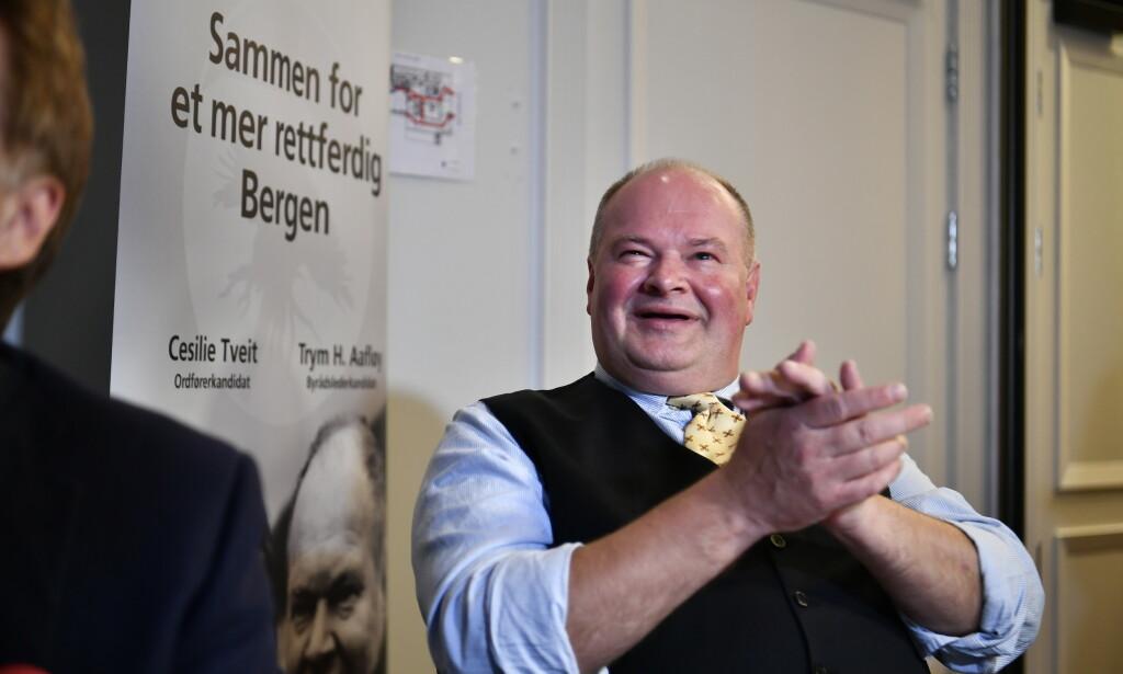 GNIR SEG I HENDENE: Trym Aafløy er bompengepartiets store stjerne, og kunne ikke annet enn å smile da de forhåndstalte stemmene var klare. Foto: Lars Eivind Bones / Dagbladet