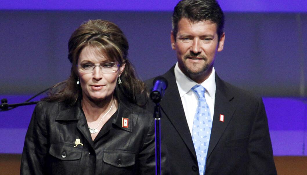 Daværende guvernør i Alaska sammen Sarah Palin med mannen Todd Palin i 2009. Nå skal de skilles. Arkivfoto: Manuel Balce Ceneta / AP / NTB scanpix
