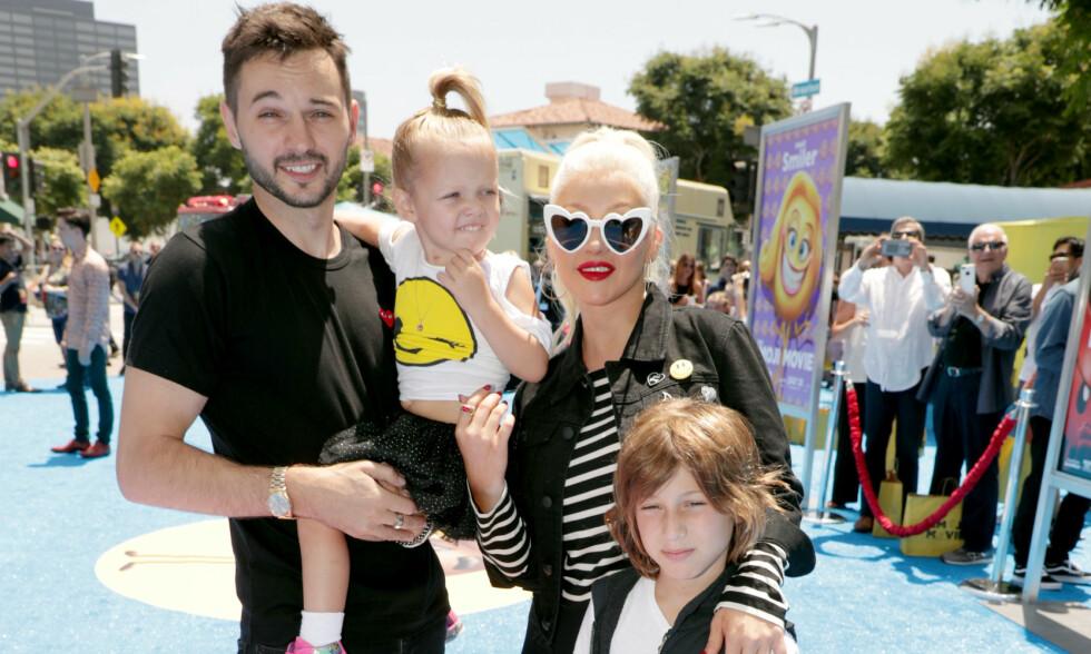 FORLOVET: I ni år har Christina Aguilera vært sammen med Matthew Rutler - som også er far til hennes yngste barn. De fem siste årene har duoen også vært forlovet, men de har fremdeles til gode å gifte seg. Foto: NTB Scanpix