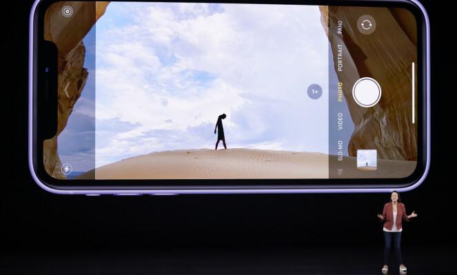 <strong>NYTT GRENSESNITT:</strong> Apple har gjort det slik at du kan se hvordan bildet blir med ultravidvinkel i kamera-appen på iPhone 11-modellene. Foto: Tony Avelar/AP/NTB Scanpix