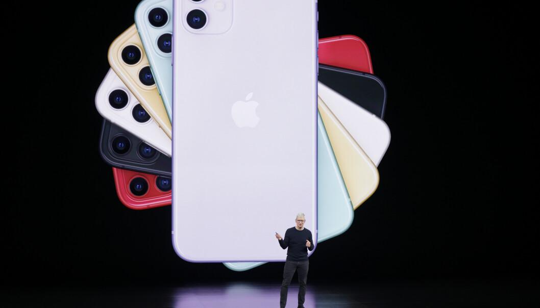 <strong>OFFISIELL:</strong> iPhone 11 er den nye standardmodellen i iPhone-serien. Den kommer i seks farger og har et flunkende nytt dobbelkamera. Foto: Tony Avelar/AP/NTB Scanpix