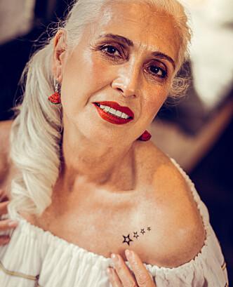 LITEN TATOVERING: Både yngre og eldre kvinner velger for det meste små tatoveringer i dag. Illustrasjonsfoto: NTB Scanpix.