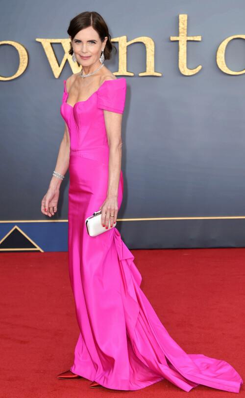 ROSA: Elizabeth McGovern stjal showet på den røde løperen i en lang, rosa kreasjon. Foto: NTB Scanpix