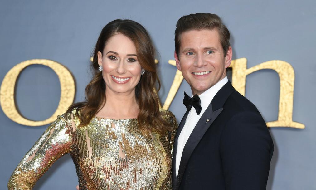 VENTER BARN: Stjerneparet Allen Leech og Jessica Blair Herman avslørte at de venter sitt første barn på mandagens verdenspremiere av filmen «Downton Abbey». Foto: NTB Scanpix