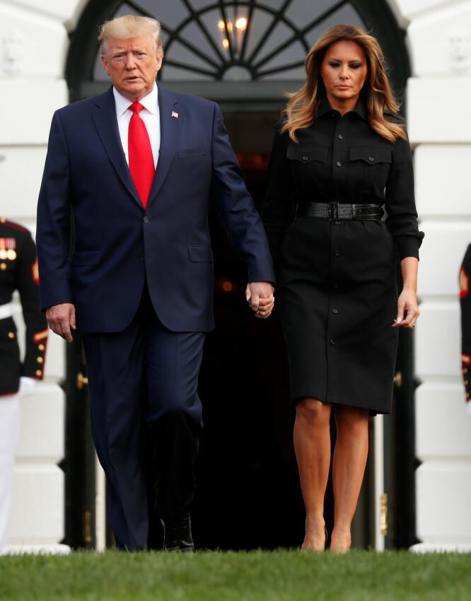 I ÅR: Antrekket som vekker oppsikt er fra fjorårets markering. I år hadde Melania Trump på seg denne sorte kjolen fra Ralph Lauren. Foto: NTB scanpix