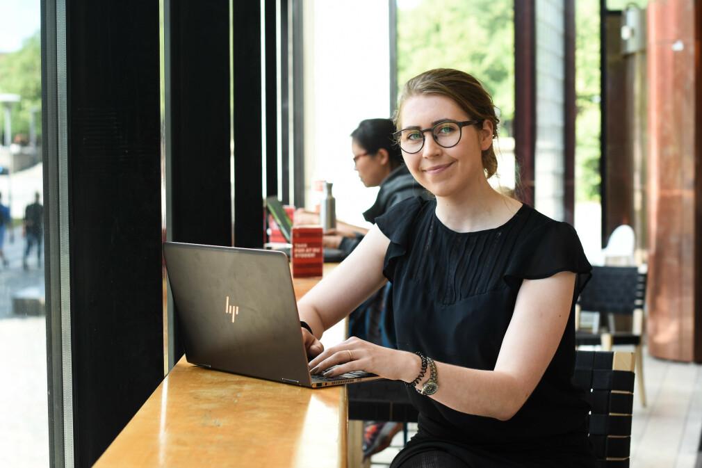 Julie Eldøy etterlyser blant annet en mentorordning for kvinnelige studenter ved Institutt for informatikk, som hun mener hadde styrket karrieren og trivselen mer enn et jenterom. 📸: Martine Ruud/ UiO