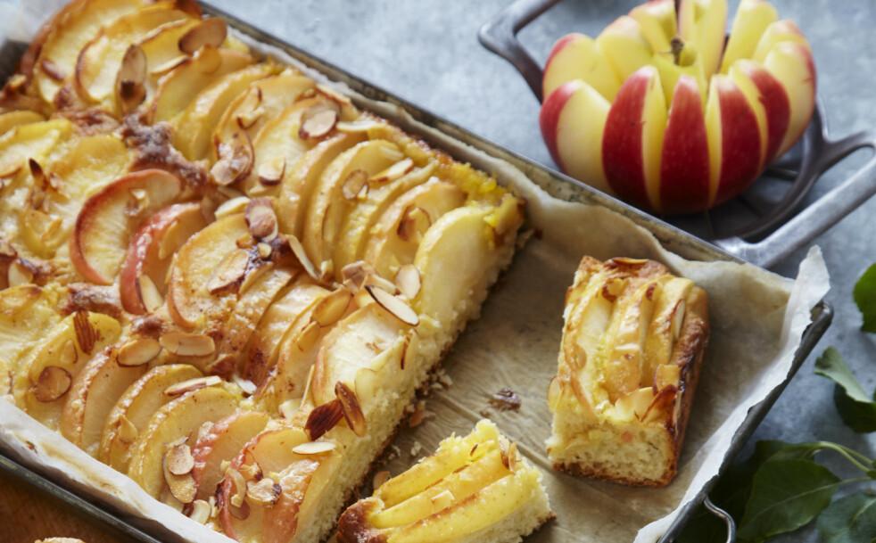 Langpanne: Gled dine nærmeste med en saftig og duftende eplekake. Foto: Synøve Dreyer