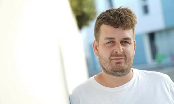 OVERRASKET: Emil Minana jobber i danske Se og Hør, og har sett alt dansk reality har å by på. Av de norske deltakerne blir han rett og slett overrasket. Foto: Privat