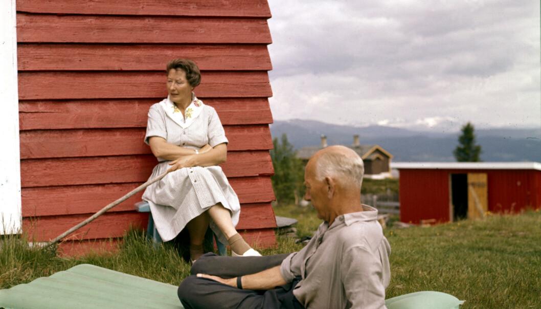 <strong>PÅ HYTTA:</strong> Werna og Einar Gerhardsen sammen på hytta i 1962. Werna Gerhardsen døde 11. januar 1970. Foto: Ivar Aaserud / Billedsentralen / Scanpix