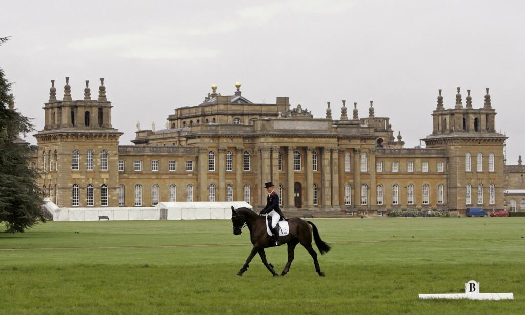 ÅSTED: Den gigantiske herregården Blenheim Palace i Oxfordshire i England. Foto: REX / NTB Scanpix