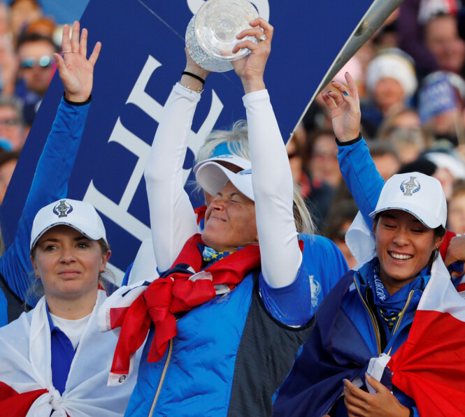 PÅ TOPP: Suzann vant søndag Solheim Cup, samme dag som hun avslørte at hun gir seg. Foto: NTB Scanpix