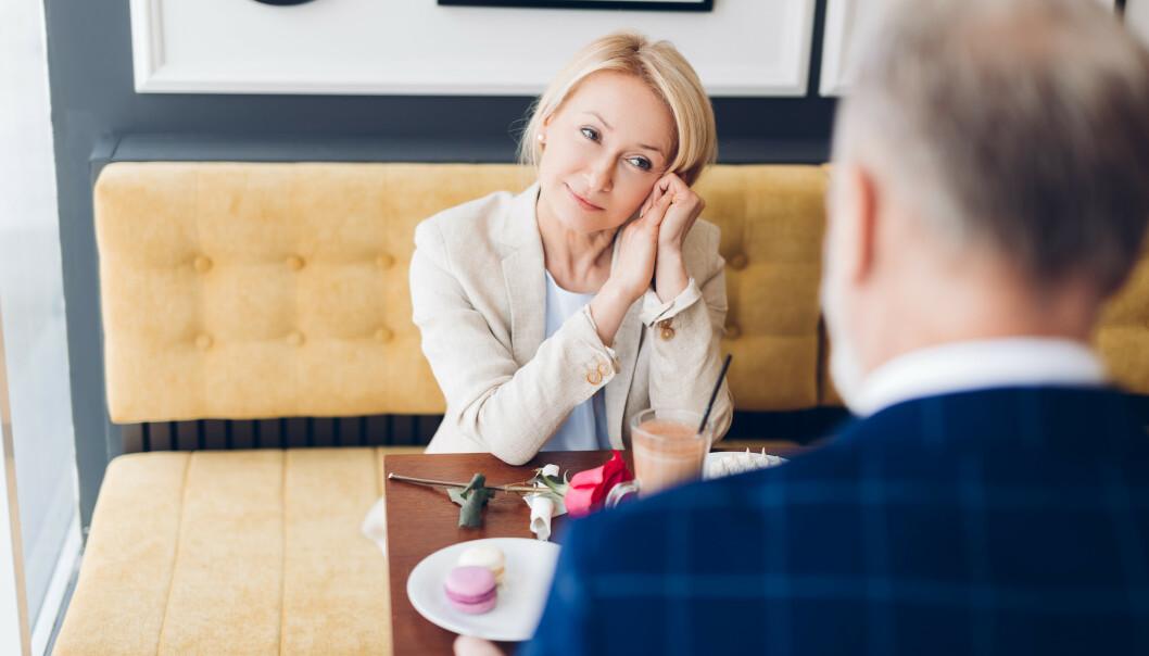 <strong>VOKSEN DATING:</strong> Mange skiller seg i alderen 55-60 år. Nettsteder som Match.com og sjekkeappen Tinder gir muligheter for å møte en ny partner. Illustrasjonsfoto: Shutterstock/ NTB Scanpix