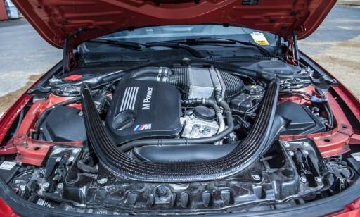POWER: Originalmotoren yter 431 hestekrefter, og gjør denne «stance-bilen» til en giftig banebil, om ønskelig. Foto: Kaj Alver