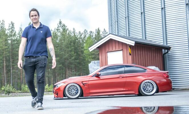 <strong>FORNØYD:</strong> - Jeg er kjempefornøyd med det! Bilen er helt magisk å kjøre, sier Henrik Nøstdal. Foto: Kaj Alver