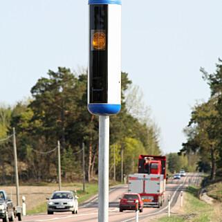 MANGE RÅKJØRERE: I Sverige kjører 50 prosent av bilistene og 70 prosent av tungtransporten for fort, ifølge Trafikverket. Foto: Trafikverket