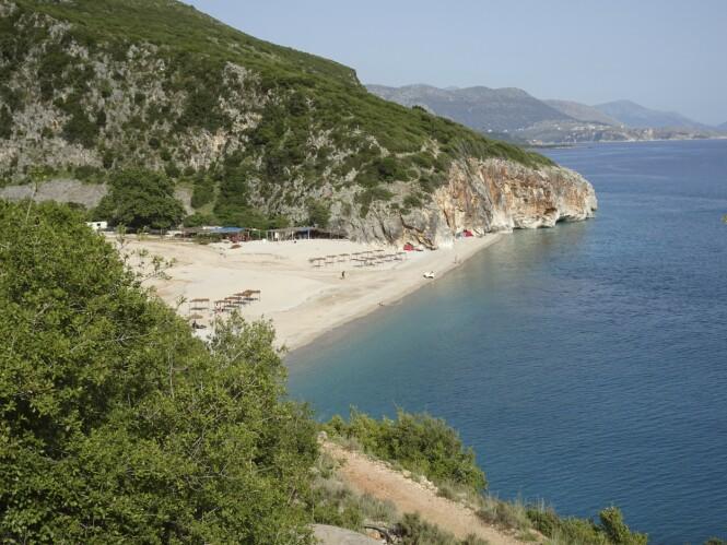 Albanias riviera byr på landets sikkert vakreste strand, den isolerte Gijpe, som brer seg ut i enden av en kilometerlang dyp kløft. FOTO: Michael Brüel