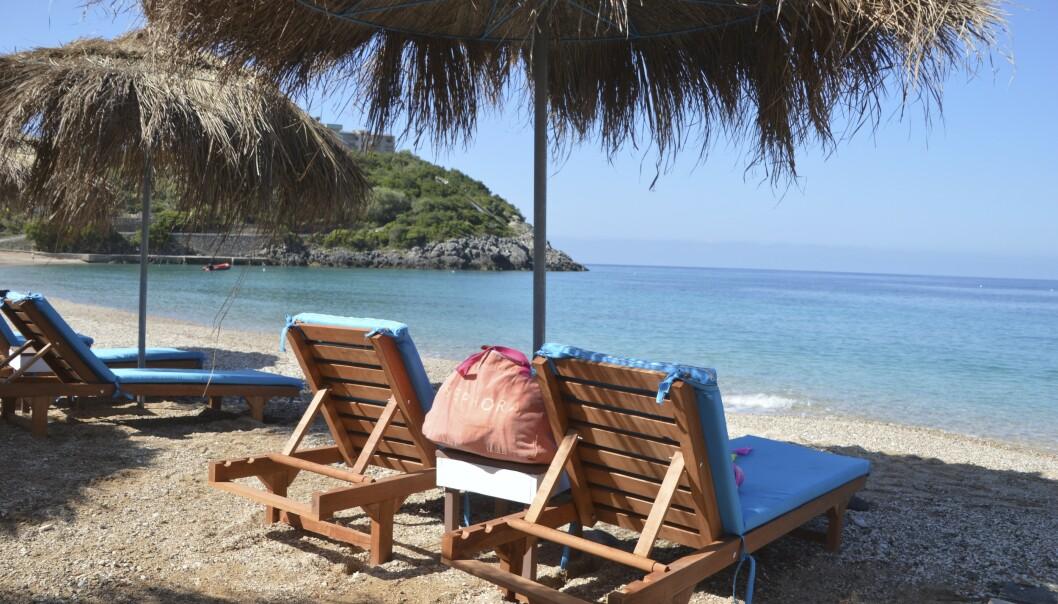 ALBANIA: I juli og august er det rift om solsengene på Jala Beach, men utenfor høysesongen er det masse plass. FOTO: Michael Brüel