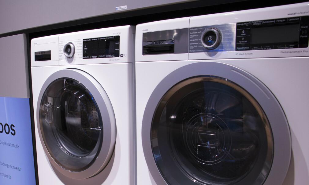 SNAKKER SAMMEN: Du skal ikke snakke til vaskemaskinen - den skal snakke med sin kamerat, tørketrommelen. Her Bosch-modellene som kommuniserer med hverandre, og som ble vist frem på IFA. Foto: Berit B. Njarga