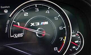 DIGG: BMW har gått over til speilvendt turteller. Heldigvis har man god gammel design på M-modellene. Legg merke til rødmarkeringen på 7200 omdreininger. Foto: Rune M. Nesheim