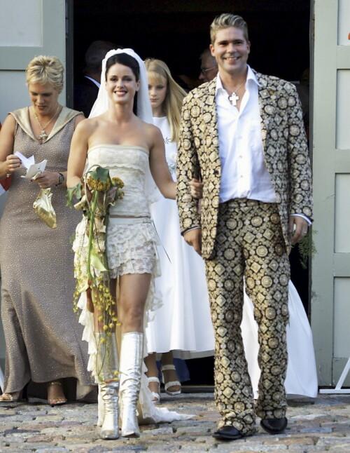 <strong>GIFT TO GANGER:</strong> Paret giftet seg to ganger i 2001. 16 år senere gikk de fra hverandre. Foto: Se og Hør