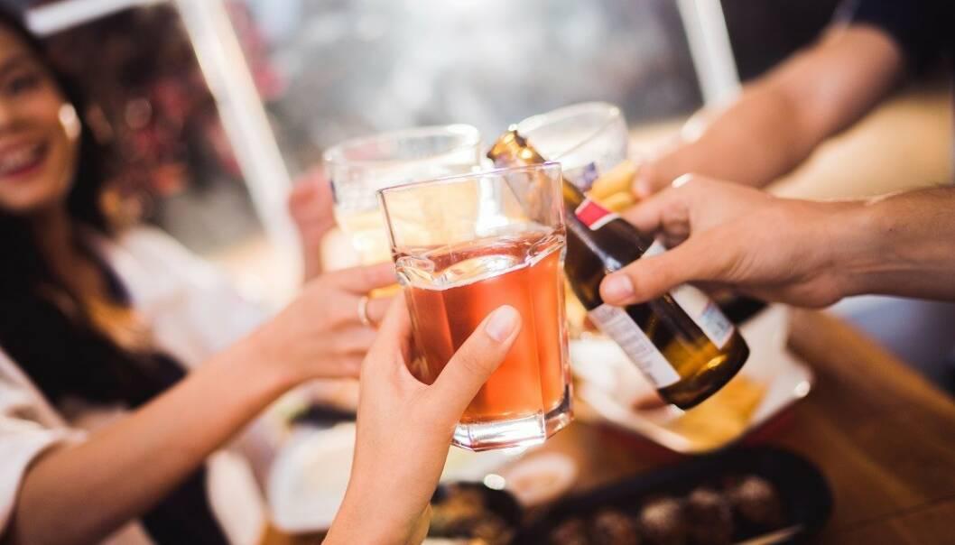 FEST: - Bestem deg for hva og hvor mye du vil drikke på forhånd, sier eksperter. FOTO: Shutterstock