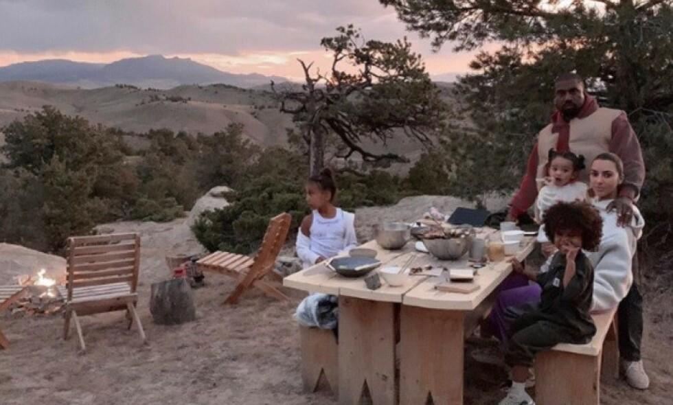 VEKKER OPPSIKT: Nylig gikk rapperstjernen Kanye West til innkjøp av en ranch i byen Cody i delstaten Wyoming. Selv om familien på seks er storfornøyde med en nytt sted å reise til for å koble av, er det ikke alle som er like begeistret. Foto: Skjermdump fra Instagram/Kimkardashian