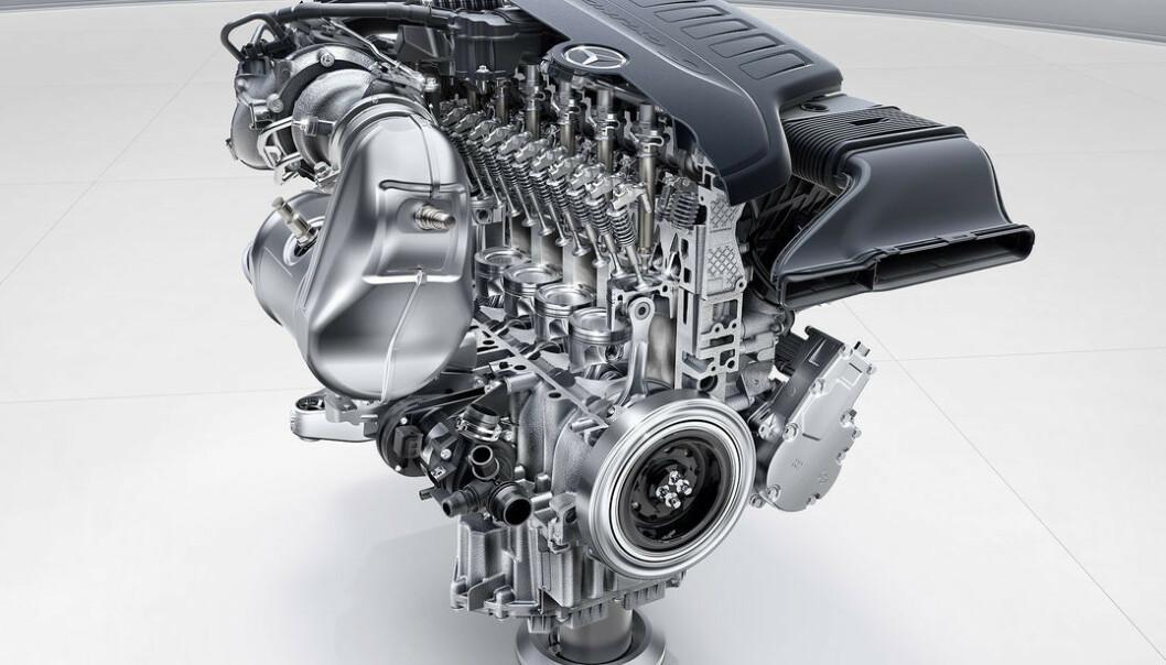<strong>AKTUELL TEKNOLOGI:</strong> Dette er den nye sekssylindrede bensinmotoren fra Daimler - som også kan bli den siste. Foto: Daimler AG