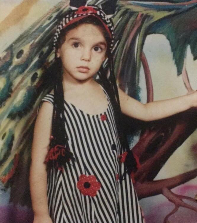 Før krigen inntraff i Syria levde hun et bortimot normalt liv sammen med familien. Men på grunn av fare og økonomiske årsaker måtte hun flytte flere ganger. Til slutt flyktet hun alene. FOTO: Privat