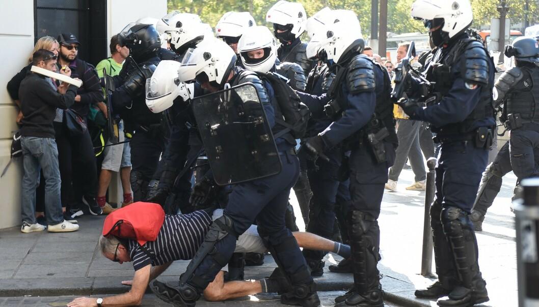 Over 100 demonstranter pågrepet i Paris