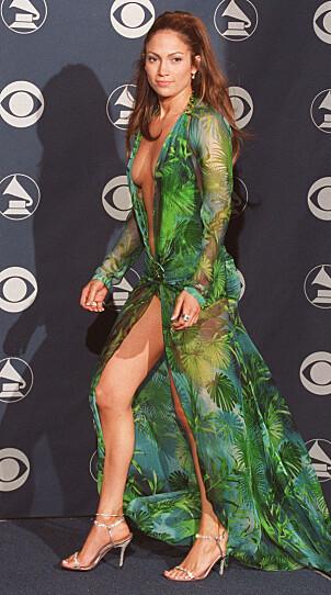 <strong>MYE OMTALT:</strong> Jennifer Lopez takker denne grønne kjolen fra Versace for at hun ble et stilikon. Foto: NTB Scanpix