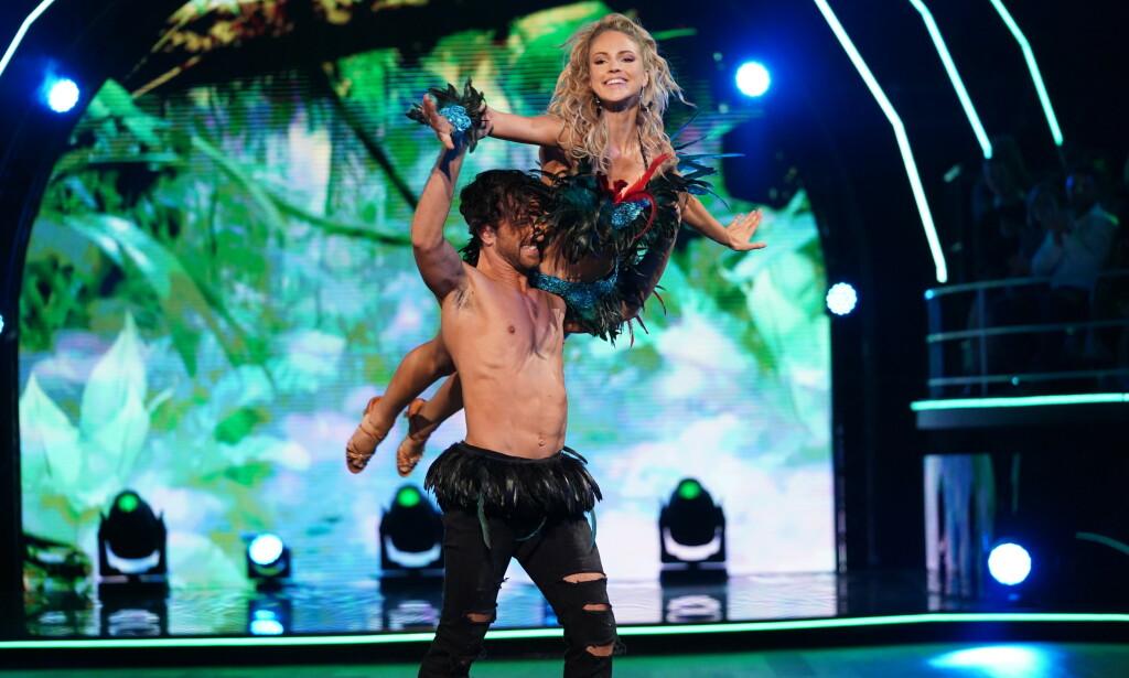 SKADET: Emilie Nerengs dansepartner Santino Mirenna skadet seg under lørdagens sending. Foto: NTB Scanpix