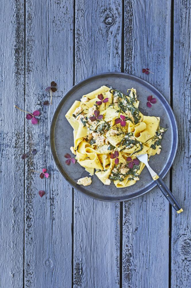 Lag noen pastabånd av ferske lasagneplater. Tips! Du må gjerne bruke andre typer pasta i denne retten. FOTO: Winnie Methmann