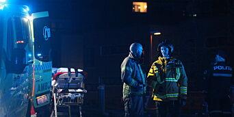 image: Person døde etter brann i boligblokk