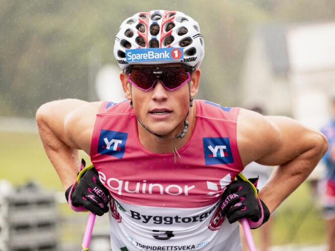 OPPTATT: Johannes Høsflot Klæbo etter sprintseier på rulleski foran Pål T. Aune og Thomas H. Larsen under Toppidrettsveka i slutten av august. Foto: Ned Alley / NTB scanpix