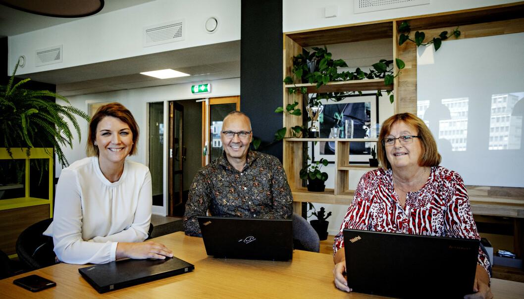 Christina Bu (39) ansatte både Tormod Bergheim (62) og Elisabeth Hermansen (63) da de var 59. Hun anbefaler flere ledere å se etter godt voksne jobbsøkere i ansettelssprosess. Foto: Nina Hansen/Dagbladet