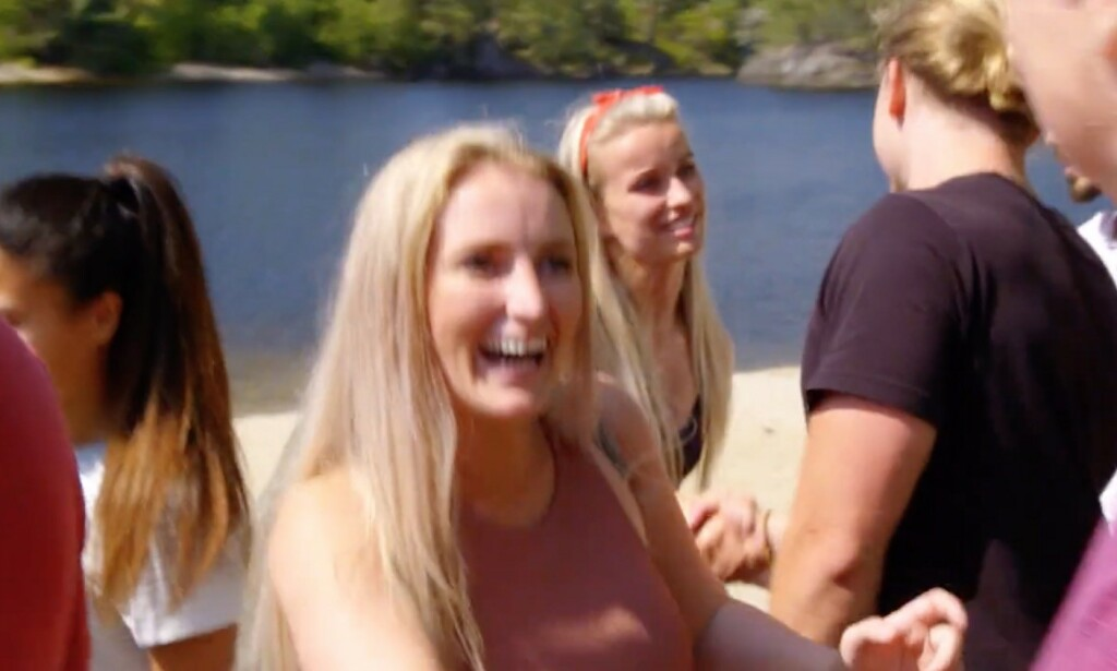 I Norge håndhilser vi på hverandre ETTER å ha kjørt bil og båt sammen i mange timer. Enig? Foto: TV2