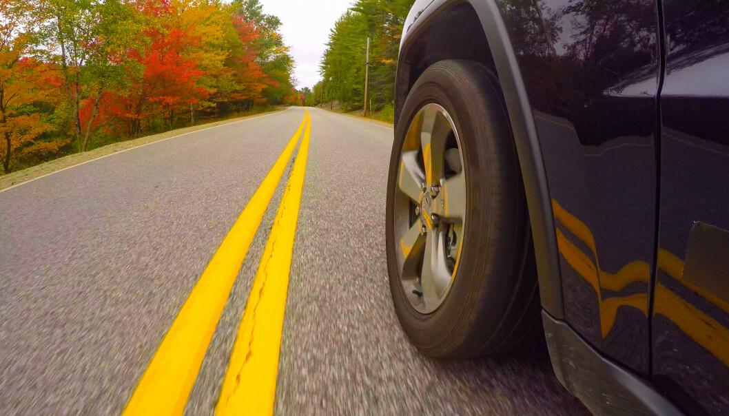 <strong>STRØM FRA VEIEN:</strong> Et hjul som lader elbilen trådløst? Bridgestone, NSK og Universitetet i Tokyo skal nå finne løsningen. Foto: NTB/SCANPIX