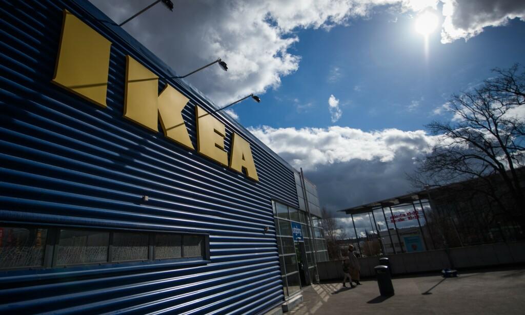 """FRAKTPRISER: Skal du bestille varer fra Ikeas nettbutikk, bør du sjekke fraktprisene før du trykker """"kjøp"""". Her fra Ikea i Stockholm. Foto: NTB Scanpix"""